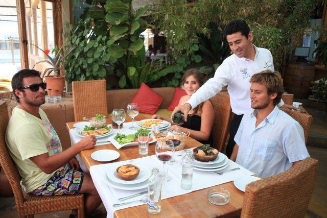 Invitan a hoteles y restaurantes de La Serena  a reducir uso de plásticos desechables