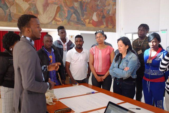Migrantes haitianos participanen talleres de inclusión social y laboral