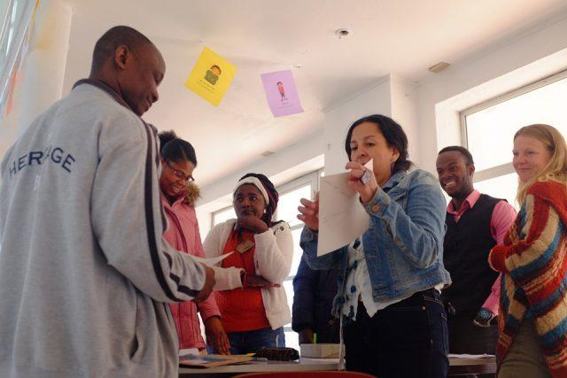 Migrantes haitianos se informan sobre  derechos laborales y opciones de capacitación