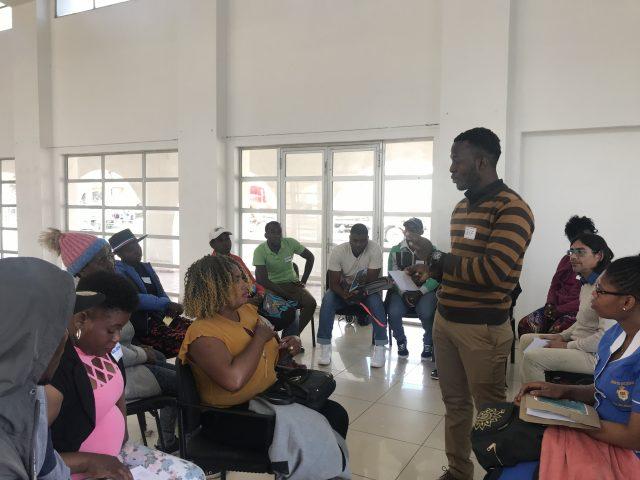 Migrantes haitianos asisten a taller que contribuye a su inserción laboral